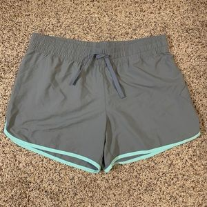 Women's COLUMBIA Athletic Shorts Size Medium